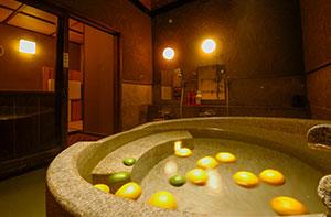 自然石切出し風呂「月」 イメージ